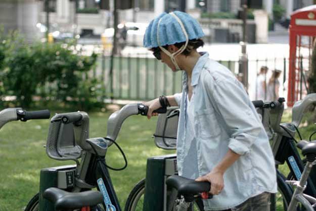 geri dönüşümle bisiklet kaskı